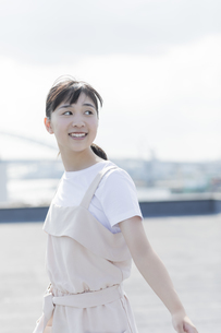 笑顔の女の子の写真素材 [FYI01733589]