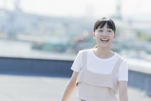 笑顔の女の子の写真素材 [FYI01733591]