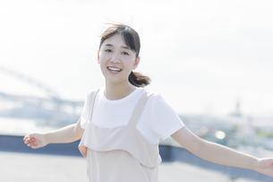 笑顔の女の子の写真素材 [FYI01733599]