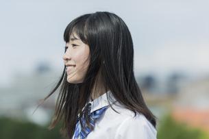 笑顔の女子学生の写真素材 [FYI01733608]