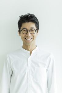 笑顔の男性の写真素材 [FYI01733610]
