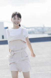 笑顔の女の子の写真素材 [FYI01733622]