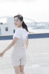 笑顔の女の子の写真素材 [FYI01733628]