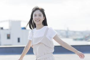笑顔の女の子の写真素材 [FYI01733658]
