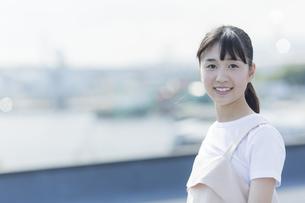 笑顔の女の子の写真素材 [FYI01733682]