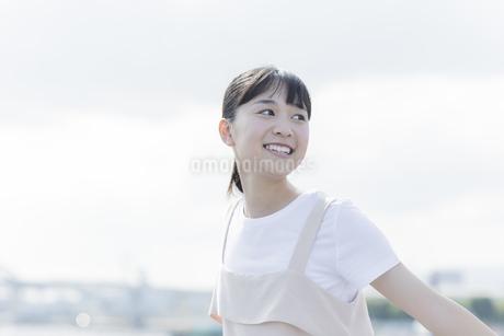 笑顔の女の子の写真素材 [FYI01733700]