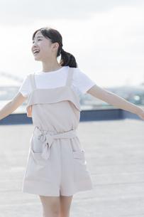 笑顔の女の子の写真素材 [FYI01733709]
