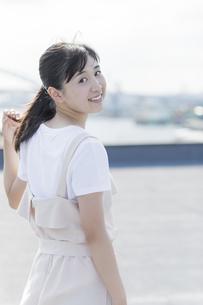 笑顔の女の子の写真素材 [FYI01733715]
