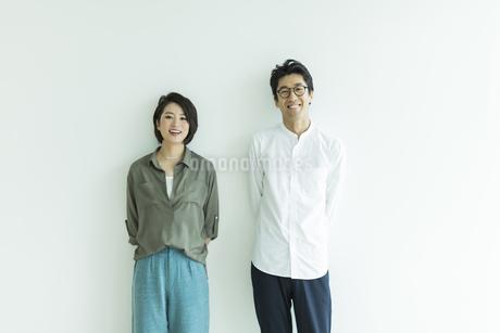 笑顔の男女ポートレートの写真素材 [FYI01733722]