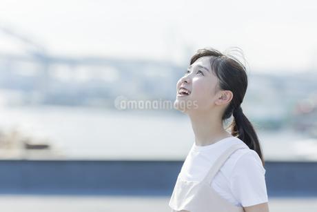 笑顔の女の子の写真素材 [FYI01733791]