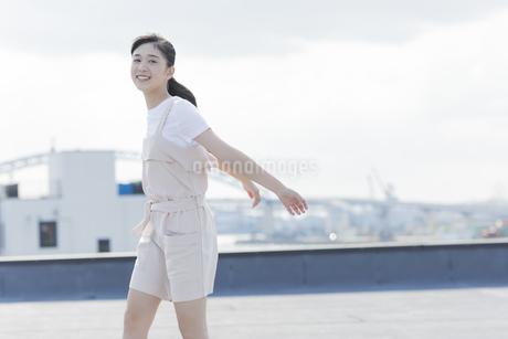 笑顔の女の子の写真素材 [FYI01733851]