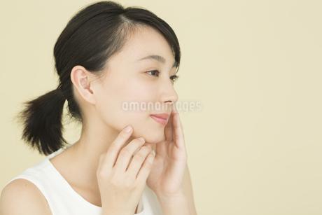 若い女性のビューティーイメージの写真素材 [FYI01733880]