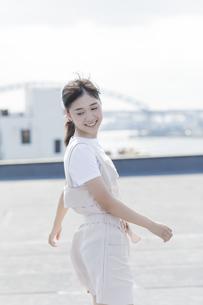 笑顔の女の子の写真素材 [FYI01733885]