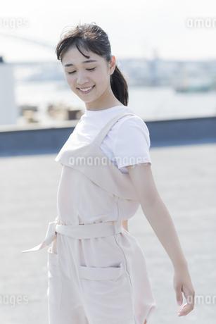 笑顔の女の子の写真素材 [FYI01733918]