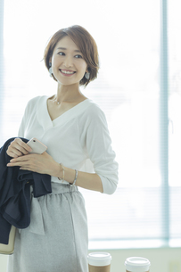 笑顔のビジネスウーマンの写真素材 [FYI01733921]