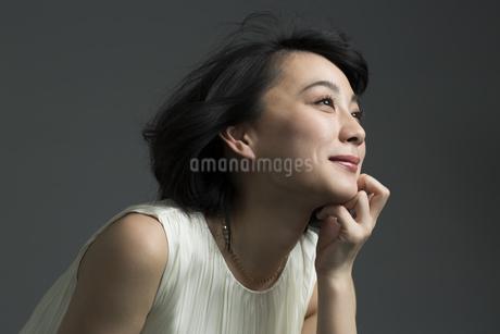 若い女性のビューティーイメージの写真素材 [FYI01735035]