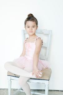 バレエ教室の女の子の写真素材 [FYI01735190]