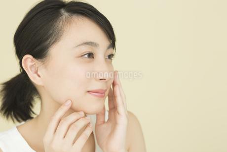 若い女性のビューティーイメージの写真素材 [FYI01735196]