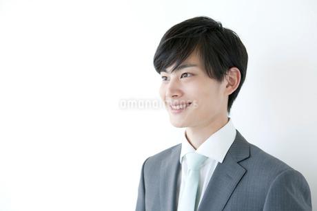 笑顔をのヤングビジネスマンの写真素材 [FYI01735267]