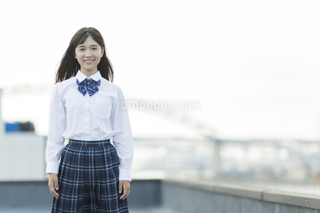 笑顔の女子学生の写真素材 [FYI01735405]
