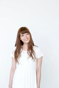 笑顔の20代女性の写真素材 [FYI01735557]