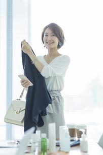 笑顔のビジネスウーマンの写真素材 [FYI01735593]