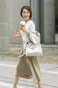 笑顔のビジネスウーマンの写真素材 [FYI01735733]