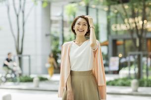 笑顔のビジネスウーマンの写真素材 [FYI01735774]