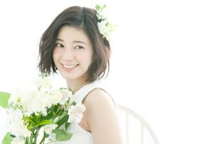 笑顔の20代女性の写真素材 [FYI01735851]