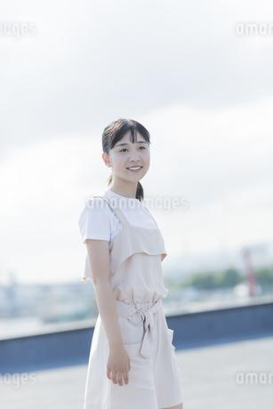 笑顔の女の子の写真素材 [FYI01736060]