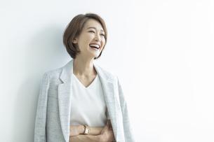 笑顔のビジネスウーマンの写真素材 [FYI01736073]