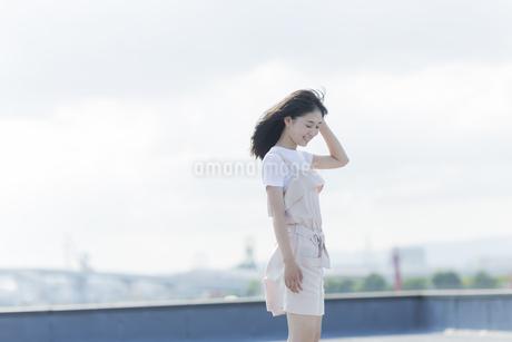 笑顔の女の子の写真素材 [FYI01736122]