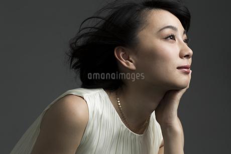 若い女性のビューティーイメージの写真素材 [FYI01736402]