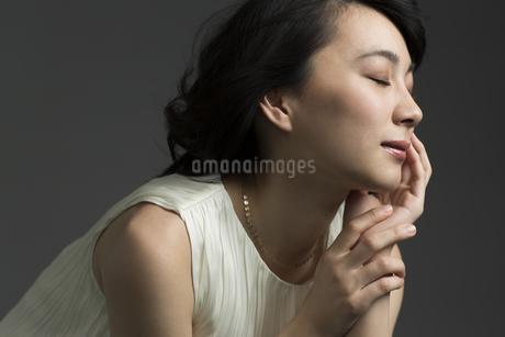 若い女性のビューティーイメージの写真素材 [FYI01736598]