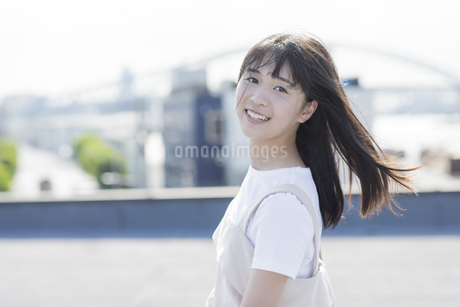 笑顔の女の子の写真素材 [FYI01736776]