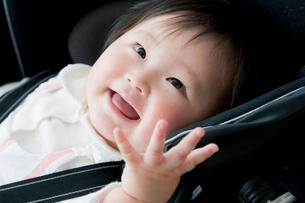 ベビーカーにいる赤ちゃんの写真素材 [FYI01737014]