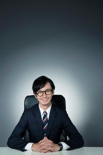 スーツ姿の男性のポートレートの写真素材 [FYI01740150]