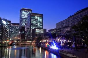 大阪中の島イルミネーションストリートと夜景の写真素材 [FYI01740469]