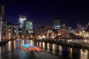 大阪中の島の夜景  大阪中の島イルミネーションストリートの写真素材 [FYI01740527]