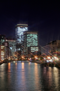 大阪中の島イルミネーションストリートと夜景の写真素材 [FYI01740704]