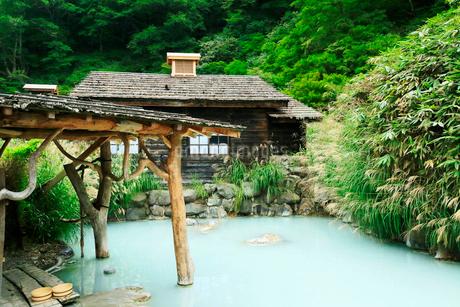 秋田県の秘湯 夏の乳頭温泉郷鶴の湯温泉の写真素材 [FYI01741313]
