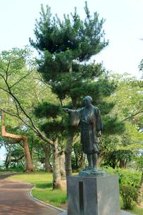 石巻 日和山公園の川村孫兵衛の像の写真素材 [FYI01741416]