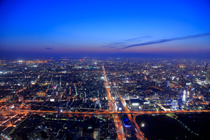 大阪 あべのハルカスから望む大阪の夜景の写真素材 [FYI01741708]