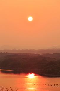 志摩 ともやま公園から望む英虞湾の夕日の写真素材 [FYI01741780]