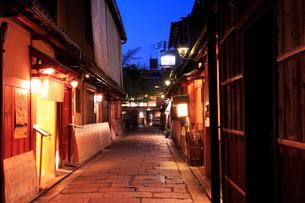 京祇園 白川の夜景の写真素材 [FYI01741855]