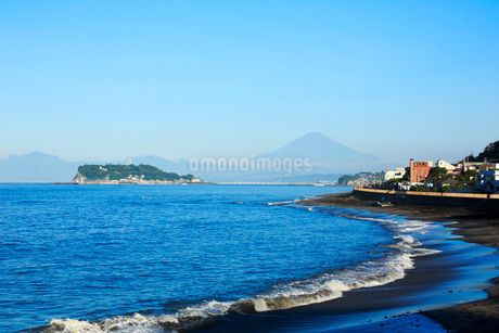 夏の江ノ島と富士山の写真素材 [FYI01741912]