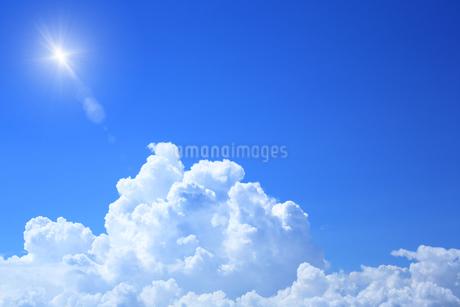 夏の入道雲の写真素材 [FYI01741990]