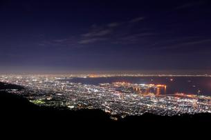 摩耶山から望む神戸市街の夜景の写真素材 [FYI01742233]