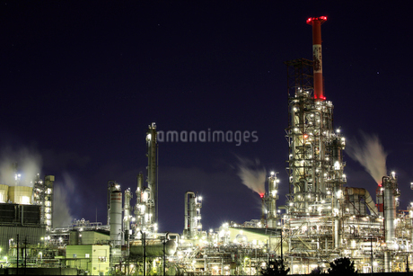 四日市工場地帯の夜景の写真素材 [FYI01742482]
