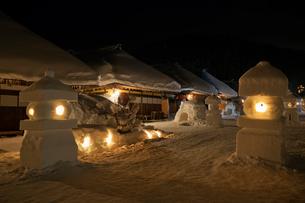 大内宿雪まつりの夜景の写真素材 [FYI01742645]